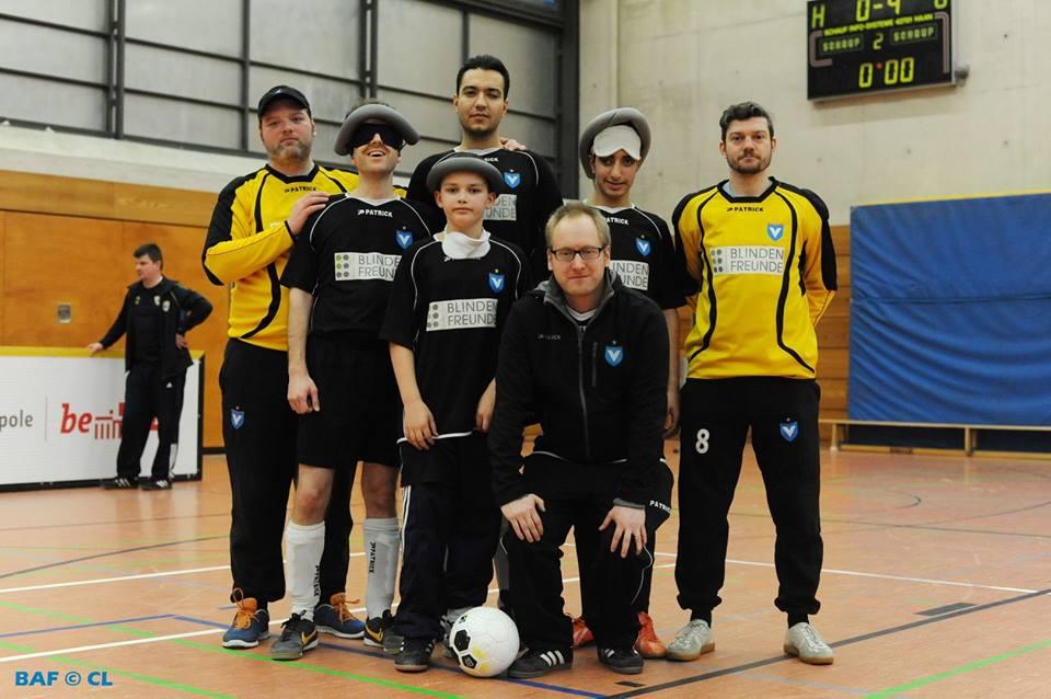 Gruppenfoto der Mannschaft von Viktoria.
